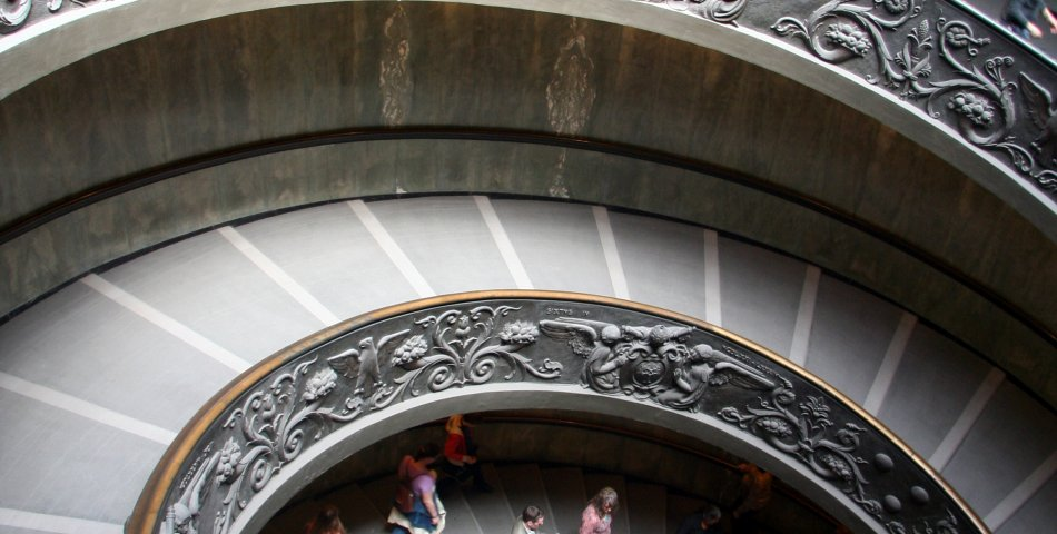 Source F. Abricio: Spiral ramp in Vatican museums